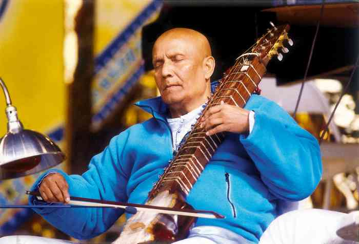Sri Chinmoy performs in concert on the esraj
